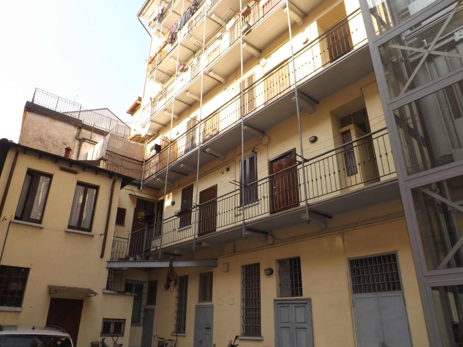 Casa di ringhiera di 3 locali a milano farini di 80 mq for Case vendita a milano