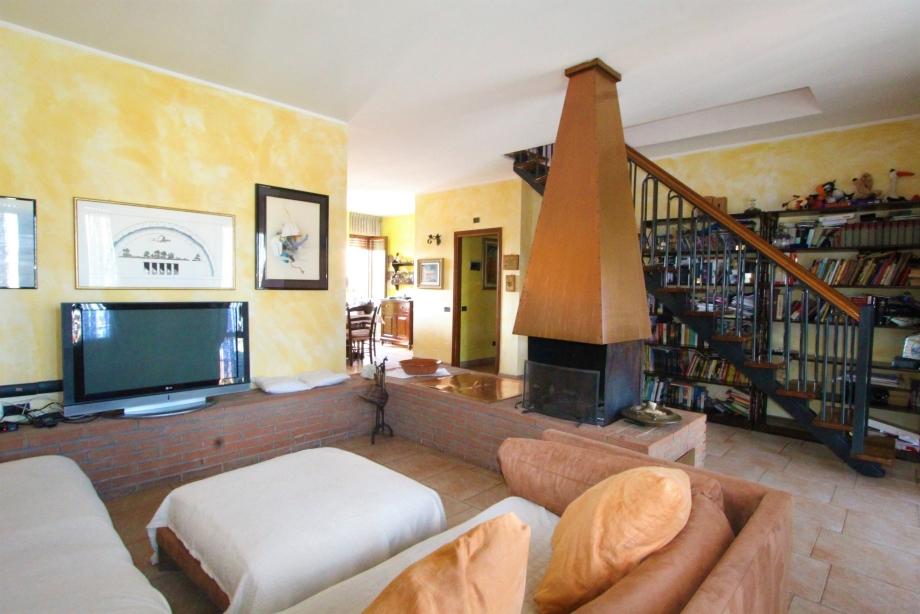 BRESSO - Appartamento in palazzina in vendita (ID: 6136)