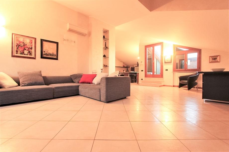 Appartamento in palazzina di 4 locali NOVA MILANESE di 175 mq