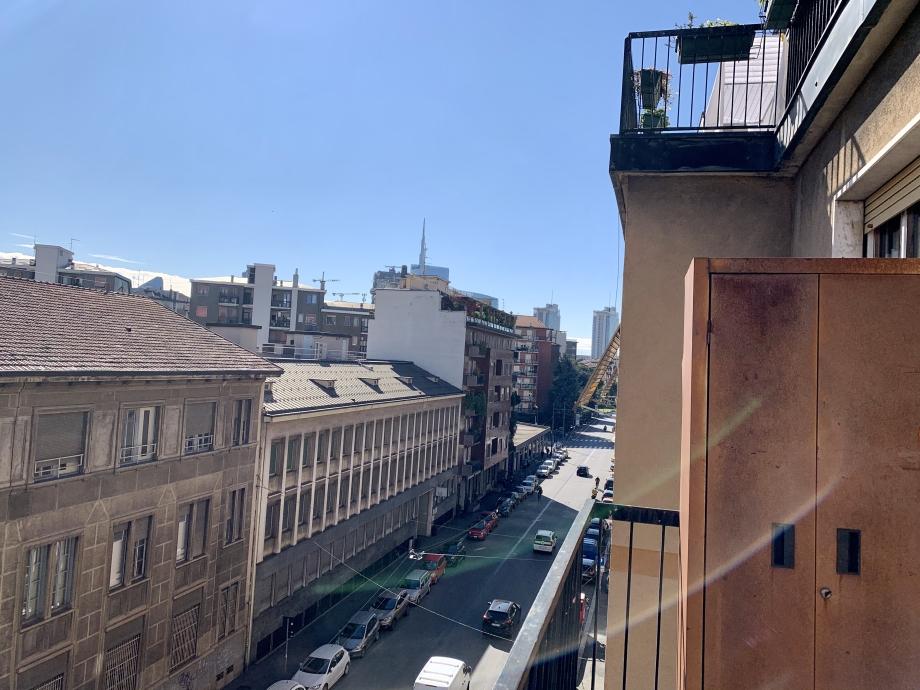 Appartamento in condominio di 3 locali MILANO ISOLA di 70 mq