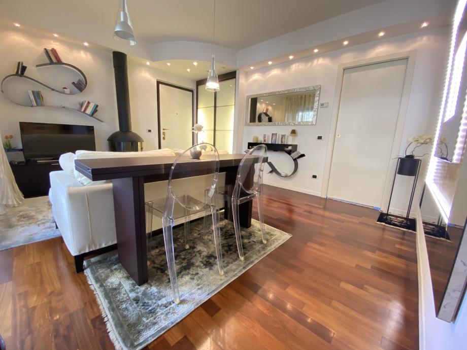 Appartamento in condominio di 2 locali BRESSO di 62 mq
