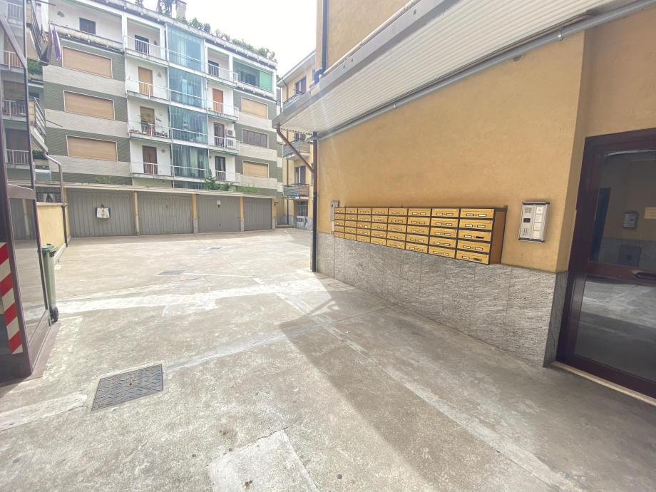 Appartamento in condominio di 2 locali BRESSO  di 75 mq