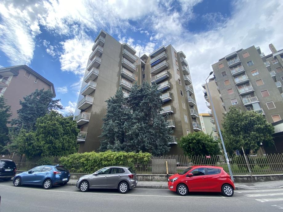 Appartamento in condominio di 3 locali BRESSO di 95 mq