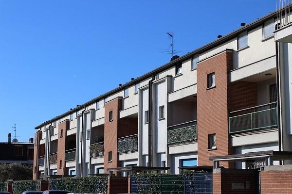 Case di nuova costruzione e cantieri a cinisello balsamo for Dimensioni finestre velux nuova costruzione